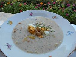 Bramborovo-cizrnová polévka s koprem