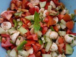 Pestrý zeleninový salát