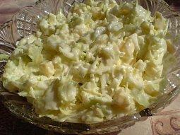 Zelný salát se sýrem a česnekem