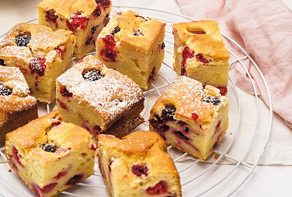 Ricottový koláč s malinami a ostružinami