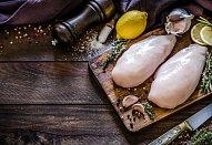 Smažené čínské nudle s kuřecím masem