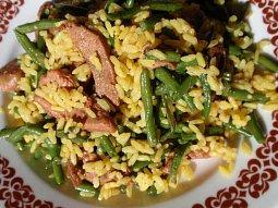 Fazolky s kari rýží a masovými nudličkami - rychle a chutně