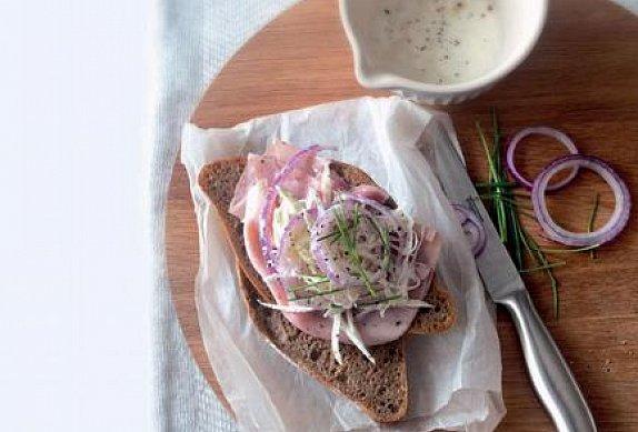 Sendviče se šunkou a zelným salátem