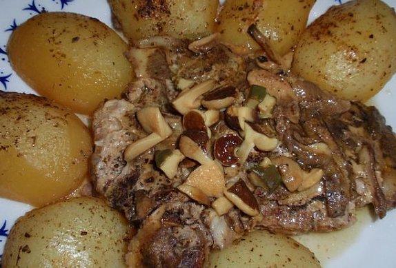 Houbová staročeská pečínka s bramborem