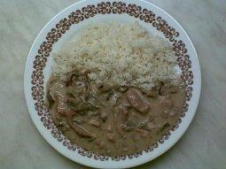 Vepřové se smetanou a houbami s rýží