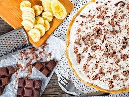 Banánový koláč s karamelem