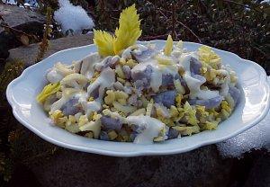 Salát z fialových brambor s řapíkatým celerem