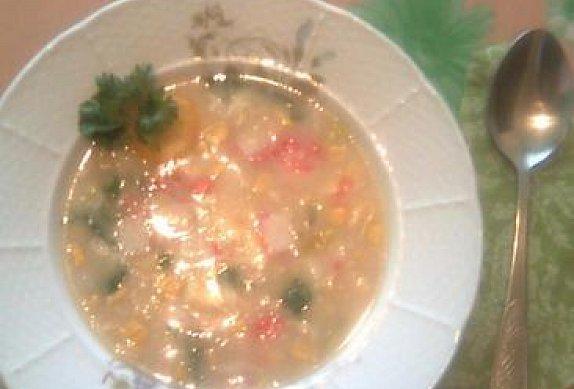 Zeleninová polévka s krabími tyčinkami