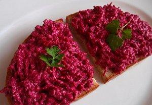 Česneková pomazánka z červené řepy