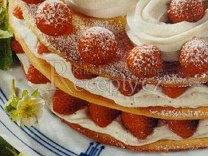 Jahodový patrový dort