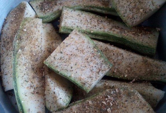 Plněné papriky na cuketách (lilku) - pečené