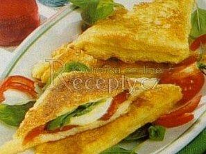 Opečené toasty s mozzarellou
