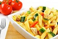 Okurkový salát s kozím sýrem