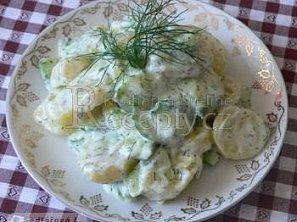 Bramborový salát s okurkou