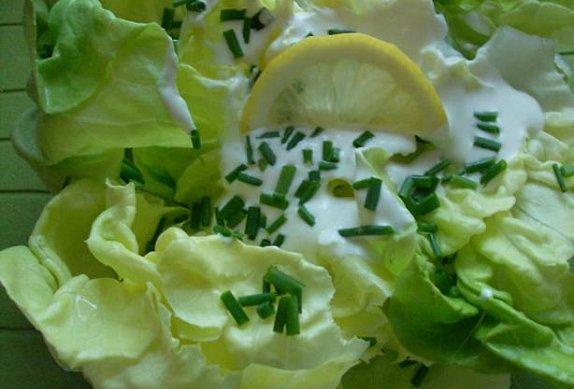 Hlávkový salát se smetanou