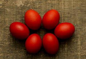 Vejce nakládaná na červeno