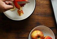 Kefírový koláč s jablky a čokoládovou polevou