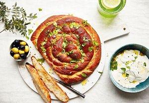 Chlebový šnek s tahini a fenyklem