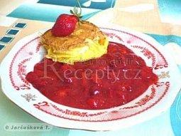 Smažený hermelín s jahodovou omáčkou