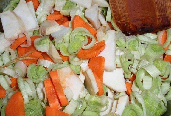 Bylinkové kuřecí řízky na zelenině