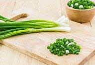 Ředkvičkový salát se šunkou a sýrem