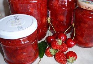 Jahodová marmeláda (džem) s třešněmi