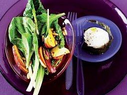 Salát z mangoldu a broskví s kozím sýrem