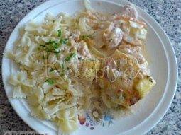 Zapékané kuřecí maso s lečem a sýrem