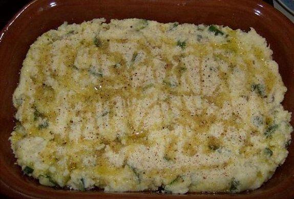 Zapečené brambory s cuketou a třemi sýry
