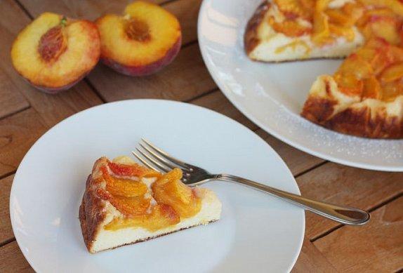Ovocný koláč s tvarohem na grilu