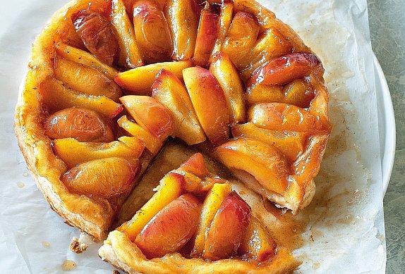 Obrácený koláč s nektarinkami