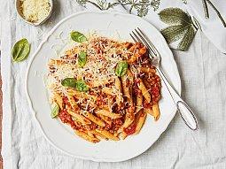Těstoviny s rajčaty a čočkou