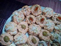 Tuňáková pomazánka s olivami na chlebíčky nebo jednohubky