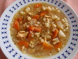 Jednoduchá zeleninová polévka s jíškovo-vaječnou zavářkou