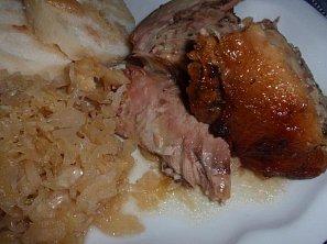 Kuře nebo kachna s mandlovou nádivkou