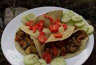 Tortilly s masovo-zeleninovou směsí