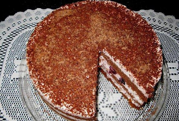 Kakaový dort s jahodovým cottage-sýrem