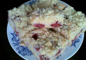 Piškotovo-vanilková bublanina s drobenkou = jahodová