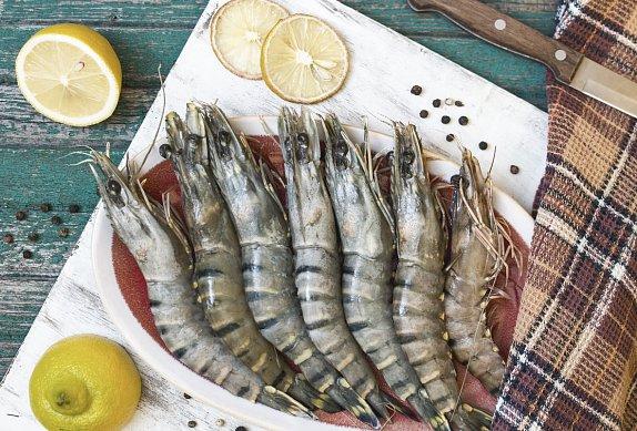 Batátové jednohubky s hráškem a krevetami