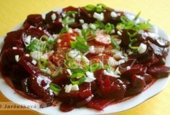 Salát z červené řepy s klobásou photo-0
