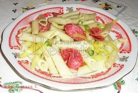 Těstovinový salát se salámem photo-0