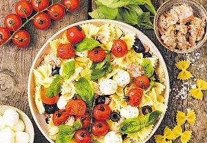 Těstovinový salát s tuňákem a mozzarellou