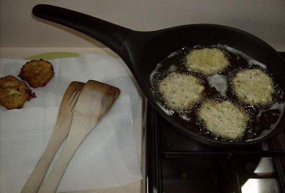 Placičky z ricotty s cuketou a sušenými rajčaty