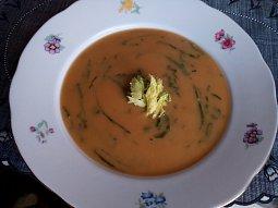 Bramborová / batátová krémová polévka s medvědím česnekem