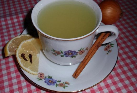 Cibulový čaj proti kašli a nachlazení