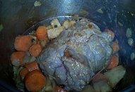 Telecí na hořčici s kořenovou zeleninou