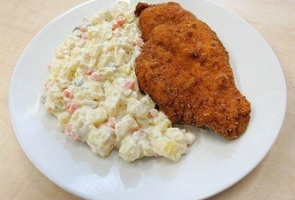 Dietní bramborový salát bez majonézy a jogurtu