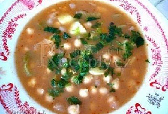 Cizrnová polévka s řapíkatým celerem photo-0