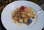 Bramborové šišky s ořechovou strouhankou