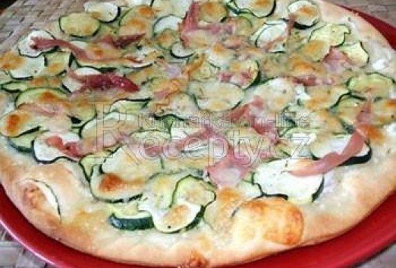 Bílá pizza s cuketou photo-0